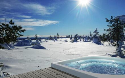 Outdoor Whirlpool in Winterlandschaft
